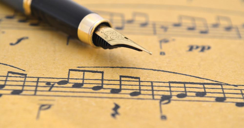 cours de songwriting avec un stylo