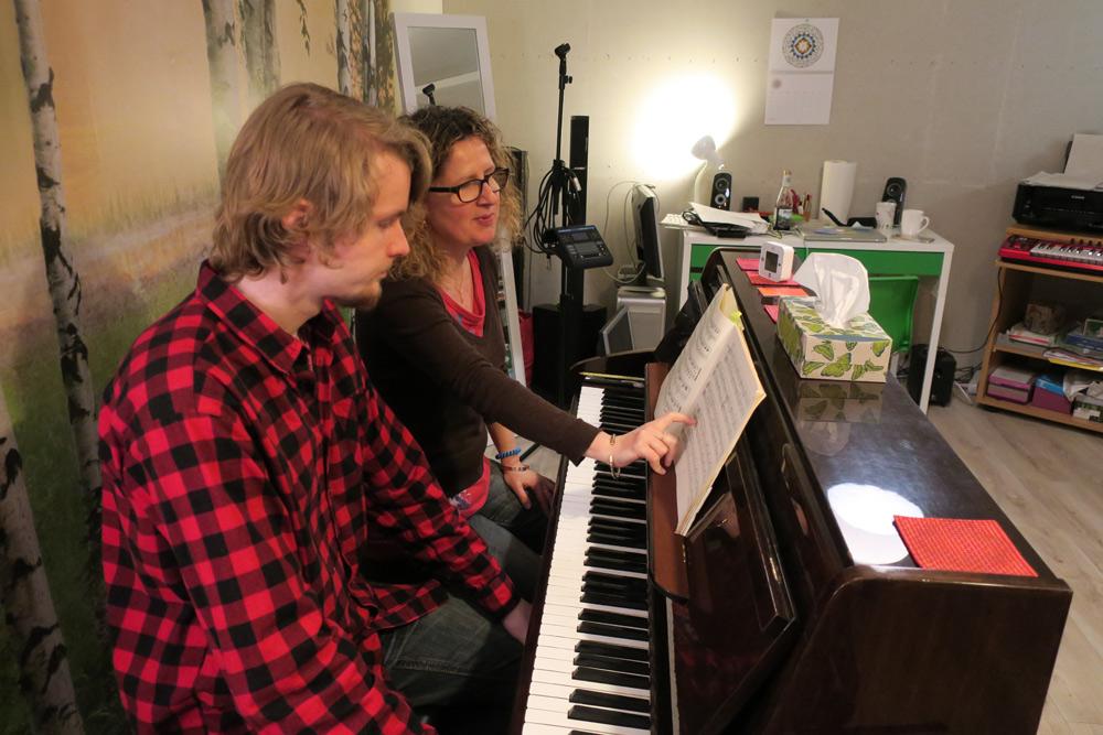 cours de piano avec un élève à genève